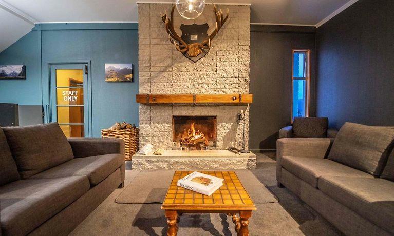 Hotel Fiordland National Park Lodge Te Anau Downs Book
